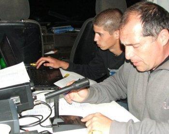 L'opérateur à l'indicatif F8FGU et son assistant, lors de l'expédition au Prat-d'Albis./Photo DDM